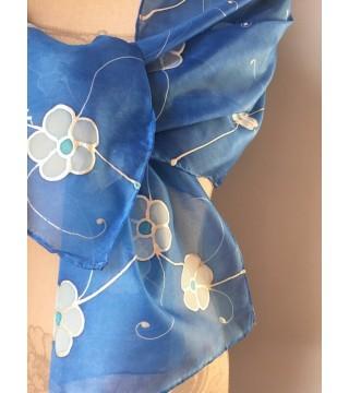 Kék selyemsál virágokkal