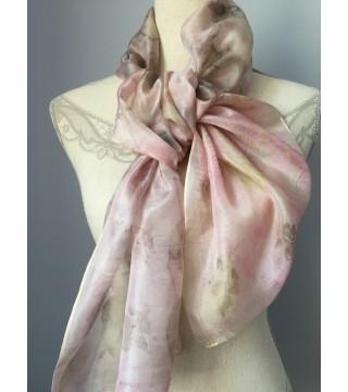 Hamvas rózsaszín árnyalatú selyemsál levelekkel, ecoprint