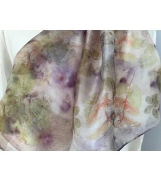 Apró leveles, lila bogyós selyemsál, ecoprint