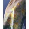 Selyemkendő sárga rózsákkal, nagy